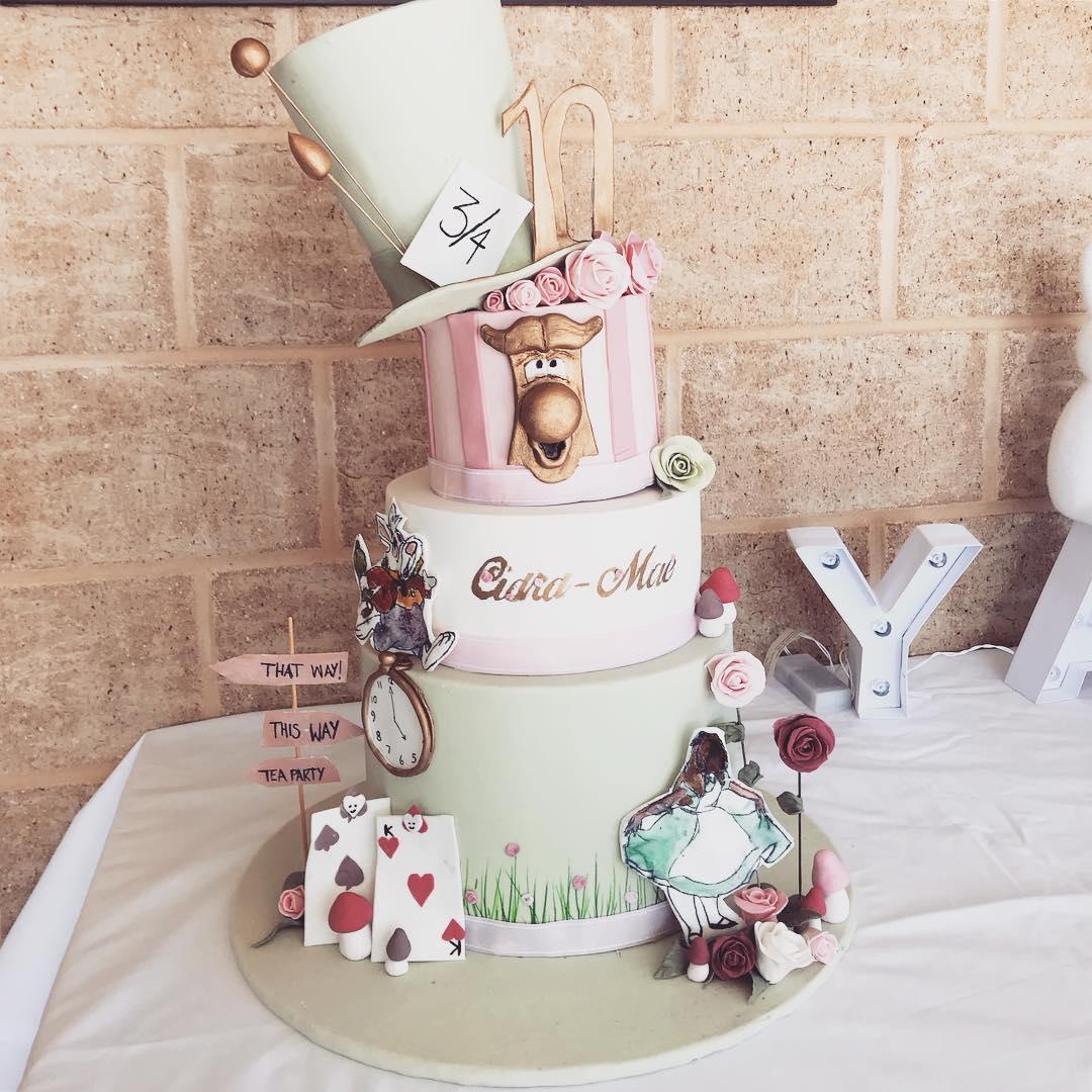 katebatter-alice-in-wonderland-cake